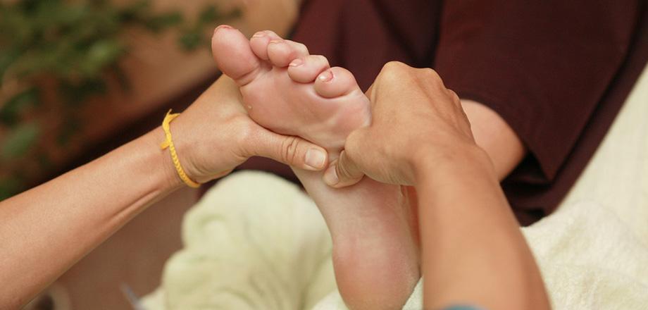 muskelbrist i leggen behandling